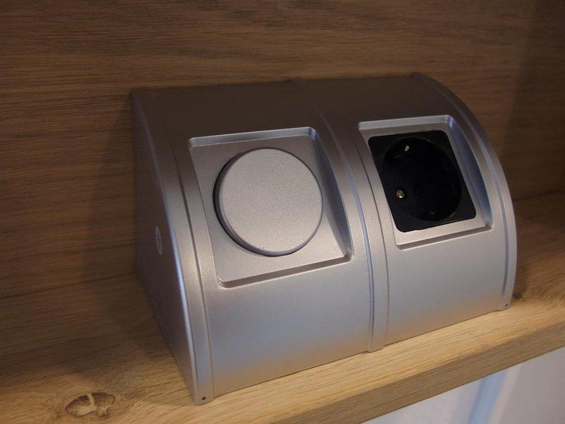 Badkamerkastje Met Verlichting : Badkamerkast met stopcontact u led verlichting watt